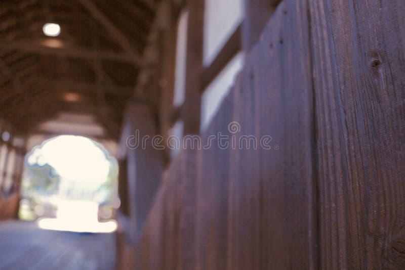 En beautifully konstruerad träbro 4 arkivbilder