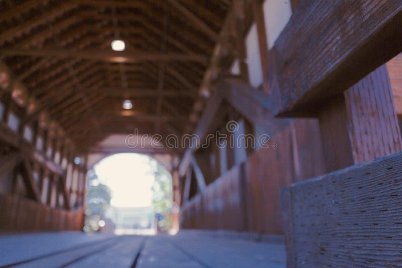 En beautifully konstruerad träbro 3 arkivbilder