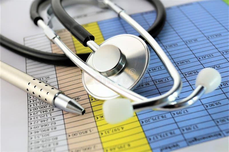 Download En Begreppsbild Av En Medicinsk Skrivplatta Med Det Olika Diagram Och Scenariot Arkivfoto - Bild av finans, livsstil: 106830526