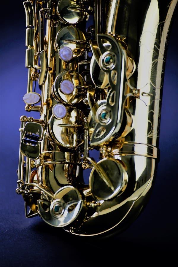 En begreppsbild av en saxofon - musik arkivfoton