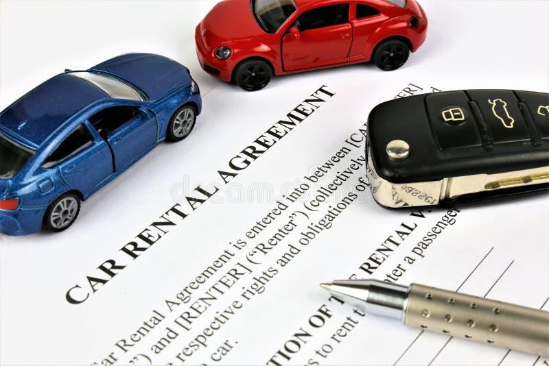 En begreppsbild av en uthyrnings- överenskommelse för bil arkivbild