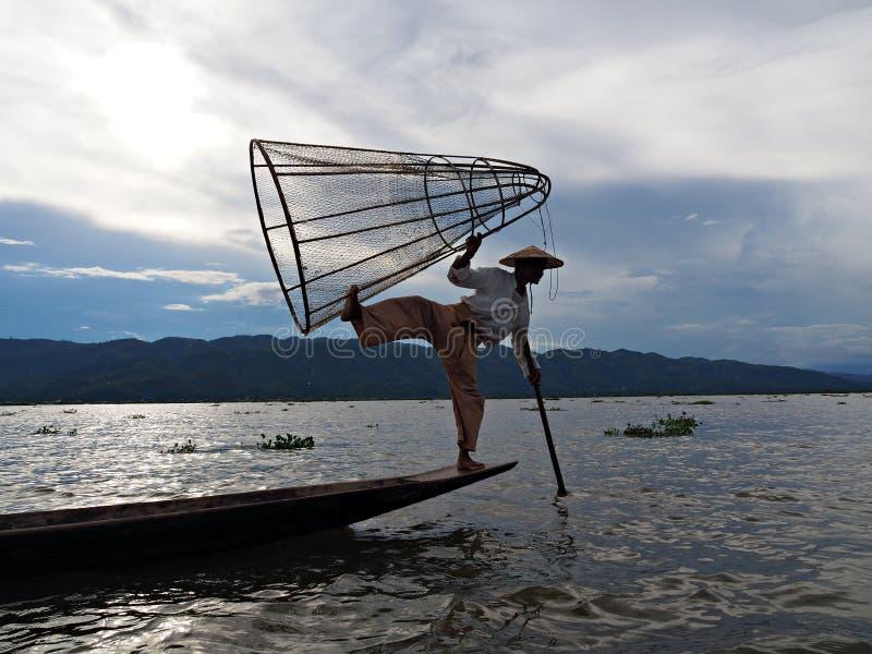 En benroddfiskare på Inle sjön royaltyfri foto