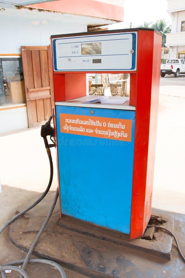 En bensinstation i Vientiane, Laos royaltyfri fotografi
