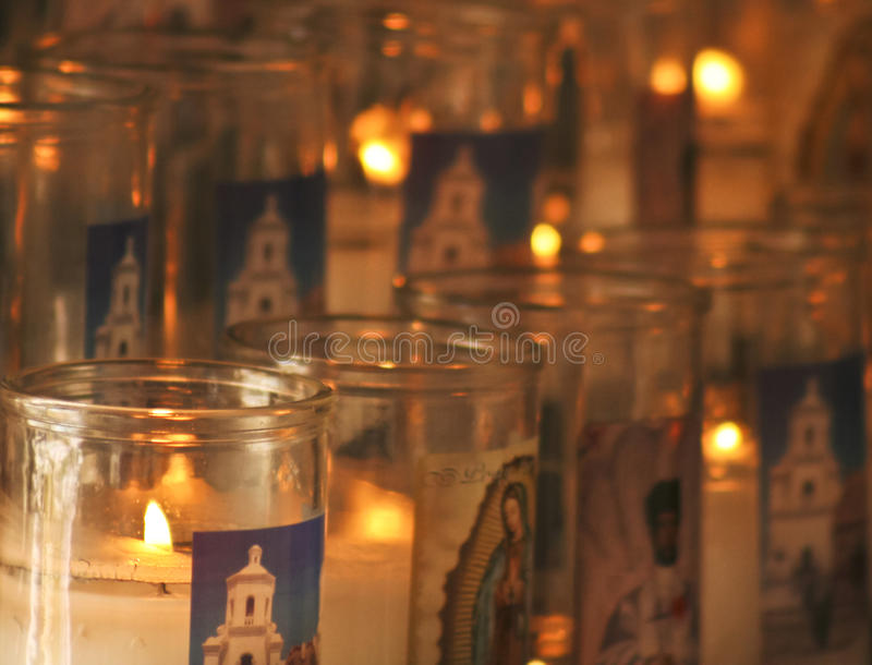 En beskickning San Xavier del Bac Prayer Candles Shot arkivbilder