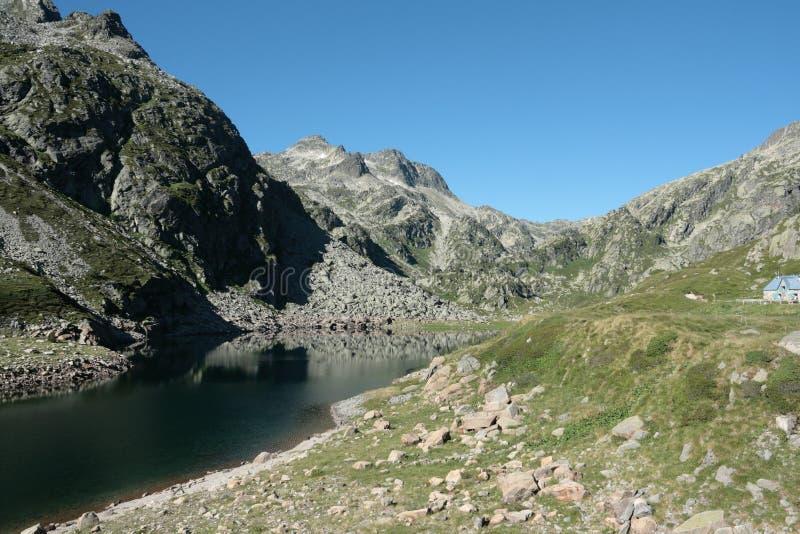 En Beys See in Pyrenees stockbild