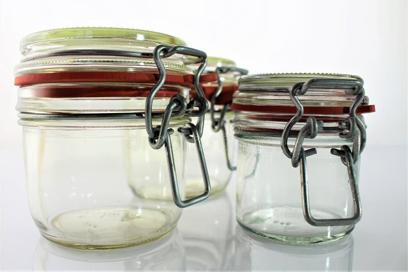 Download En Bild Av Den Tomma Kruset - Exponeringsglas Fotografering för Bildbyråer - Bild av behållare, kök: 106836745