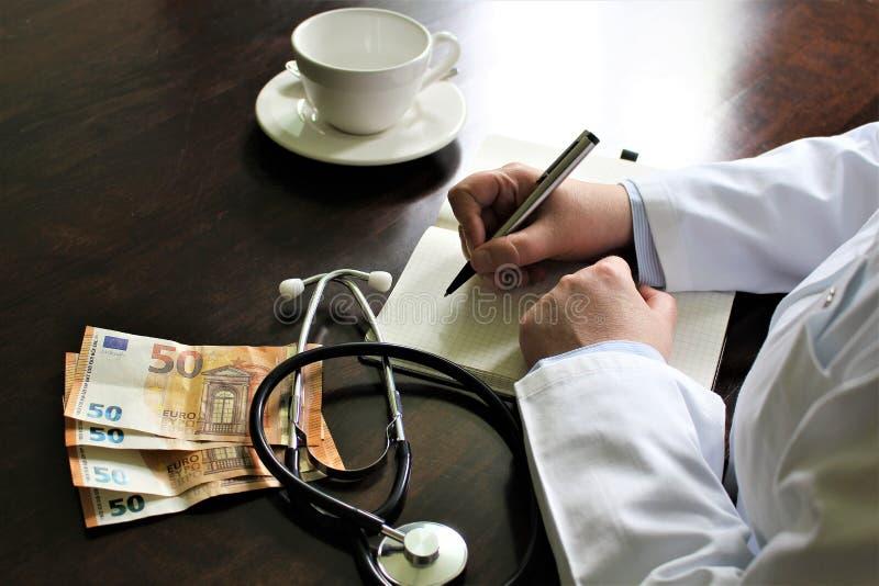Download En Bild Av En Handstildoktor Med Stetoskopet Arkivfoto - Bild av service, skrivbord: 106837016