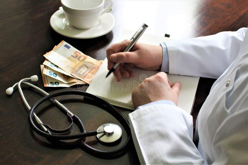 Download En Bild Av En Handstildoktor Med Stetoskopet Fotografering för Bildbyråer - Bild av inomhus, läkarundersökning: 106837035