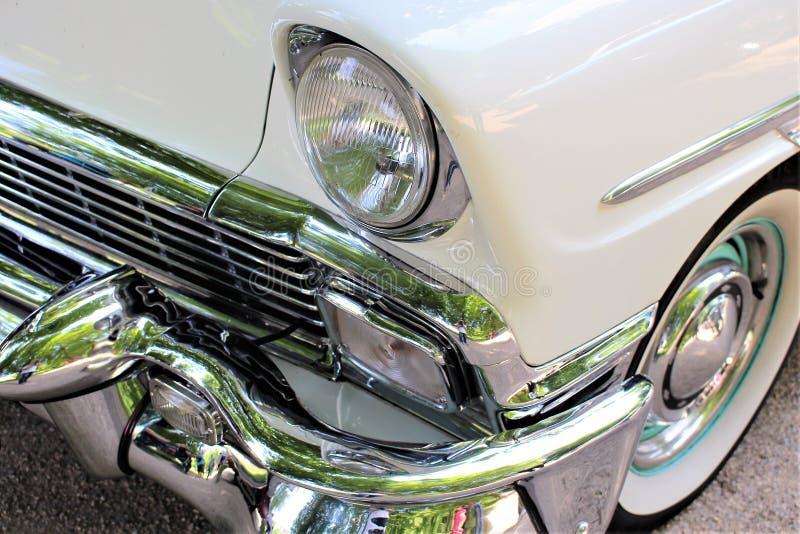 Download En Bild Av En Klassiker Oss Bil, Tappning, Billykta Arkivfoto - Bild av autonom, tappning: 106837510