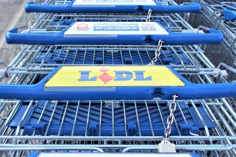 Download En Bild Av En LIDL-supermarketlogo - Melle/Tyskland - 08/06/2017 Redaktionell Fotografering för Bildbyråer - Bild av cheap, begrepp: 106835604