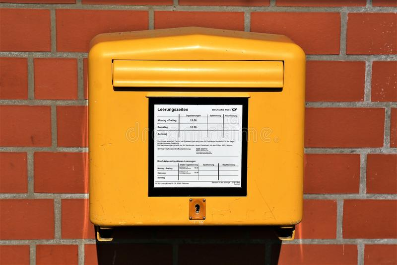 En bild av en tysk Postbox - dålig Pyrmont/Tyskland - 10/01/2017 fotografering för bildbyråer