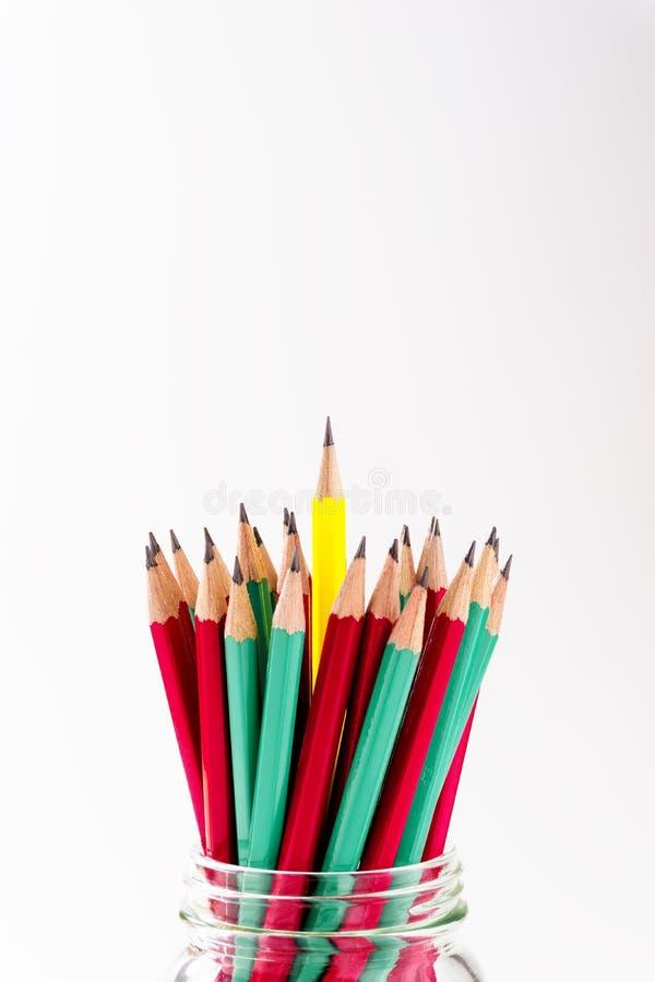 En blyertspennaställning ut ur gruppblyertspennorna fotografering för bildbyråer