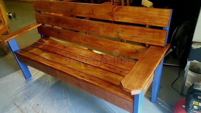 En bois de banc souillé photos stock