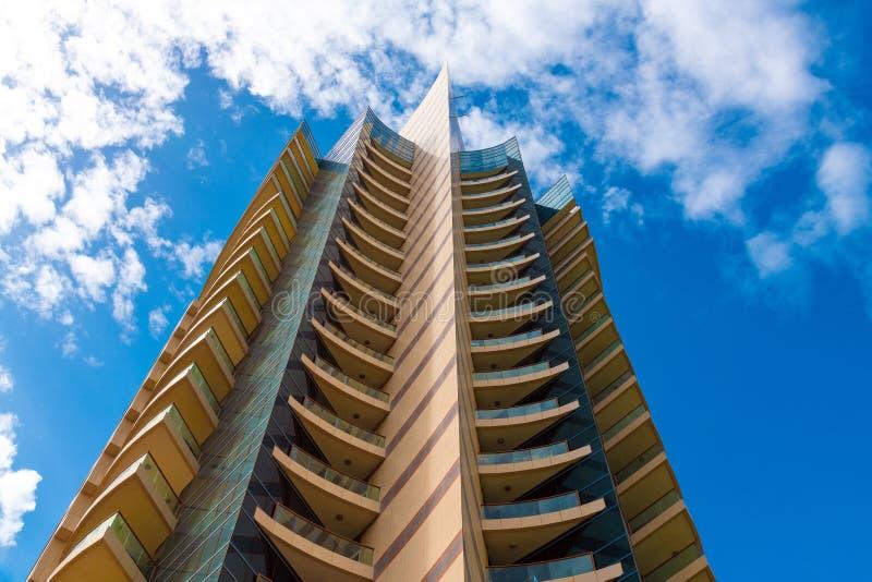 En bostads- byggnad för modernt höghus i UAE arkivfoto