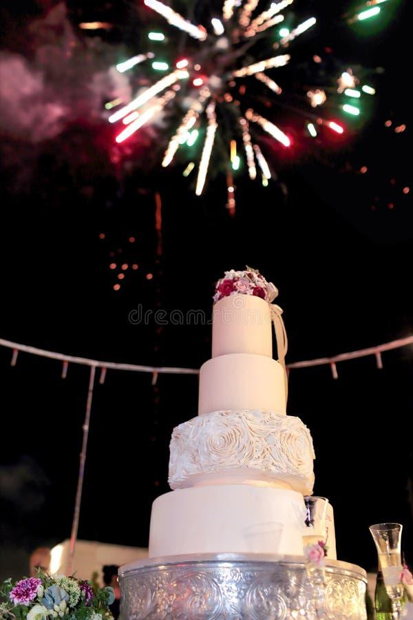 En bröllopstårta arkivfoto