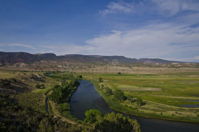 En bred buktig sikt av Greenet River arkivfoton