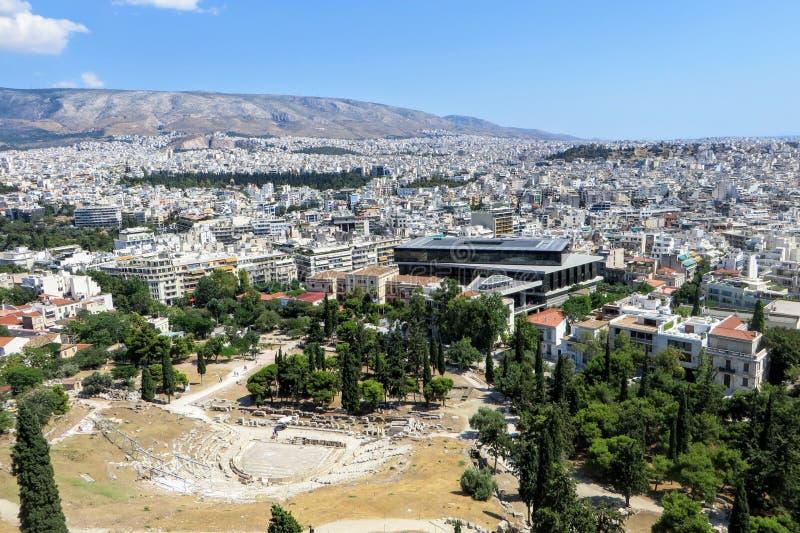 En breda ut sigsikt av staden av Aten, Grekland från perspektivet överst av akropolen på en härlig sommardag arkivbild