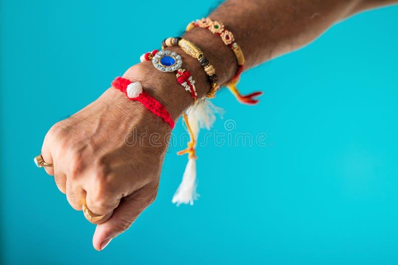 En broder Hand Full Of Rakhi royaltyfri foto