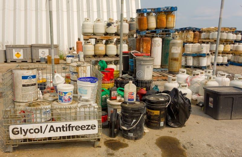 En brunn organiserade lättheten för fast avfalls på yellowknife royaltyfri foto