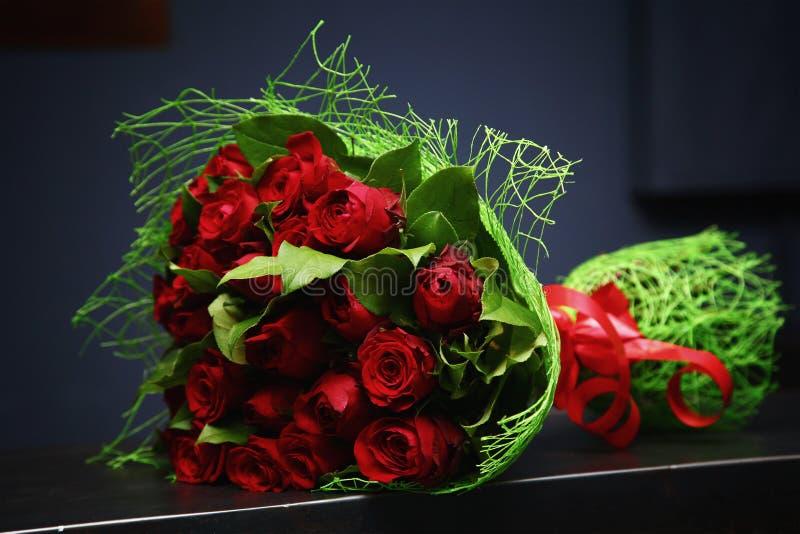 En bukett av röda ro royaltyfri foto