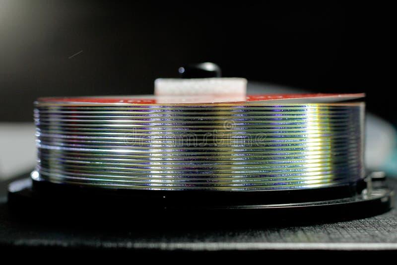 En bunt av CD-SKIVOR arkivbilder