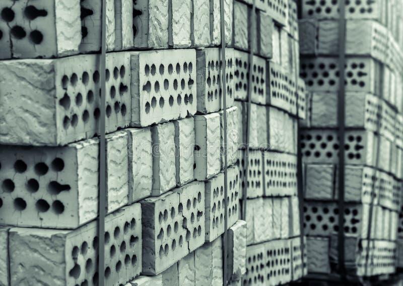 En bunt av lerategelstenar med hål fotografering för bildbyråer