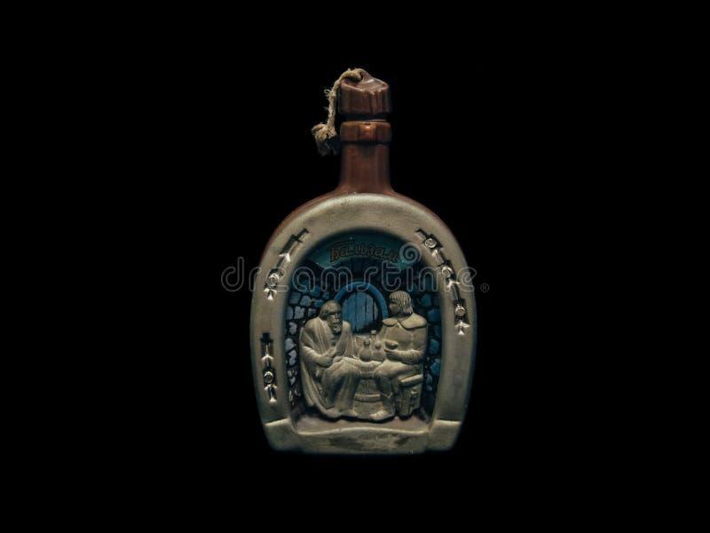 En buteljera av wine royaltyfria bilder