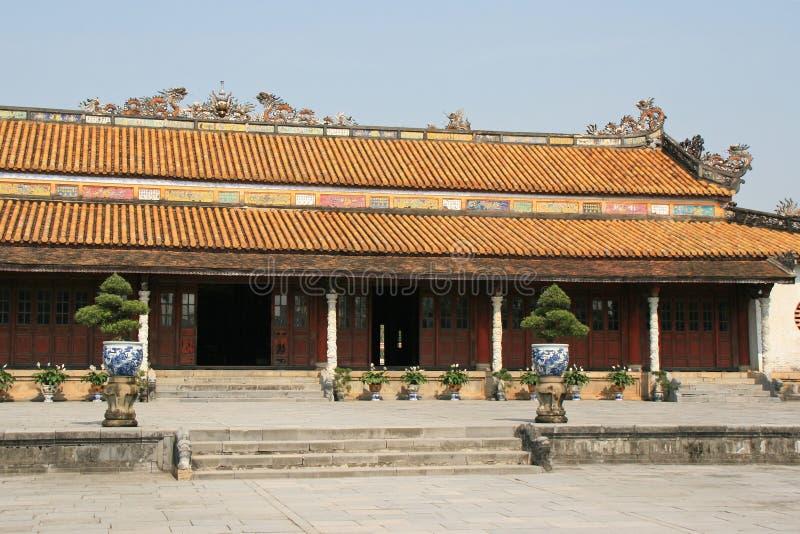 En byggnad i den imperialistiska staden av tonen, Vietnam royaltyfri foto