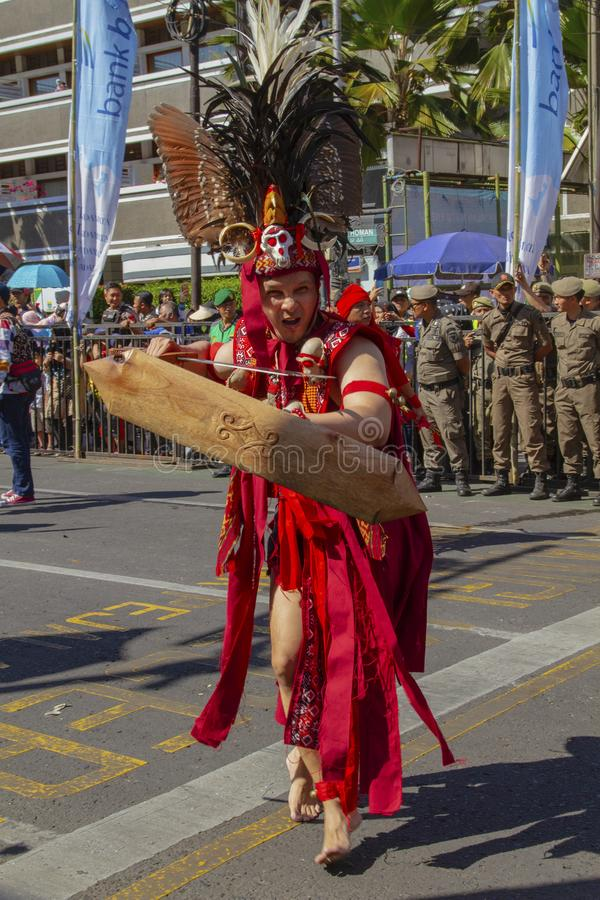 En carnaval deltagare i den Asien Afrika festivalen 2019 royaltyfria bilder