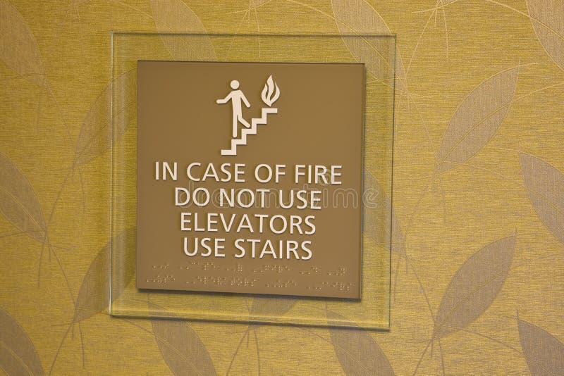 En cas d'incendie n'utilisez pas l'ascenseur images libres de droits