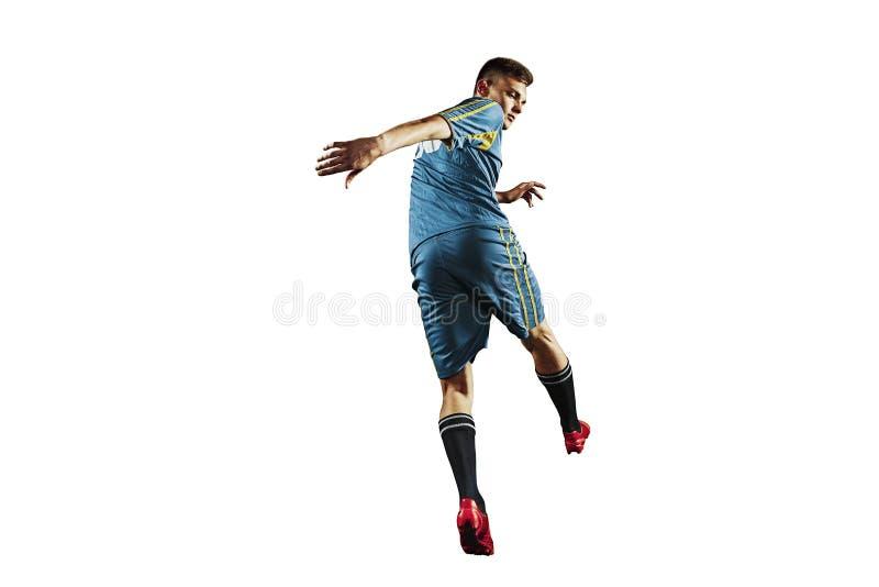 En caucasian man för fotbollspelare som isoleras på vit bakgrund royaltyfri fotografi