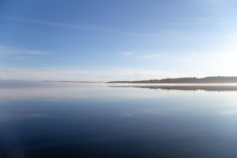 En cielo azul de la mañana fotos de archivo libres de regalías