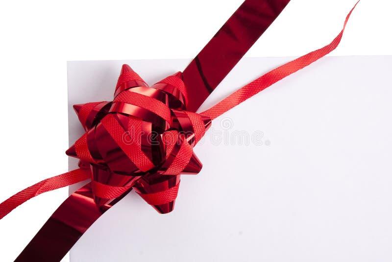 En cinta con el regalo en blanco imágenes de archivo libres de regalías