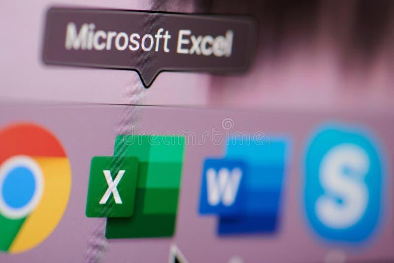 En commençant la Microsoft Office excelez le logiciel sur l'ordinateur photos stock