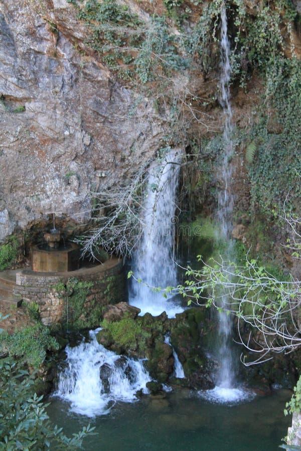 En Covadonga de Cascada de la Cueva, Cangas de OnÃs, Espanha fotos de stock royalty free