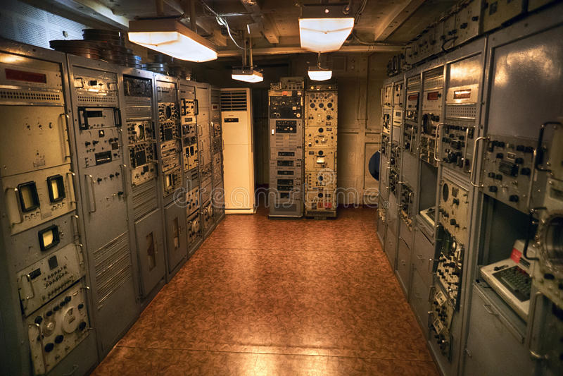 En cryptographic utrustning på ett bräde av USS Pueblo AGER-2 Pyongyang DPRK - Nordkorea royaltyfri fotografi