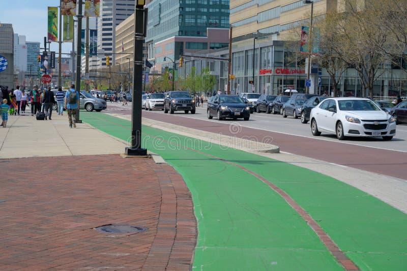 En cykelgränd målade gräsplan arkivbilder