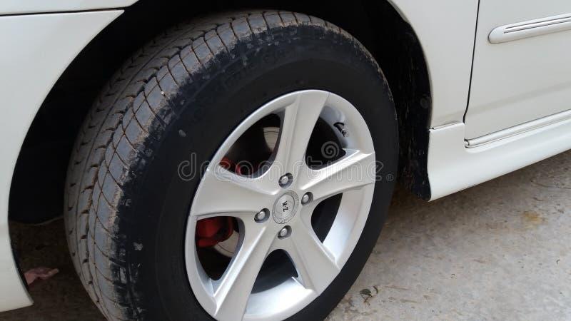 En däckbild Med högkvalitativa hjul arkivbilder