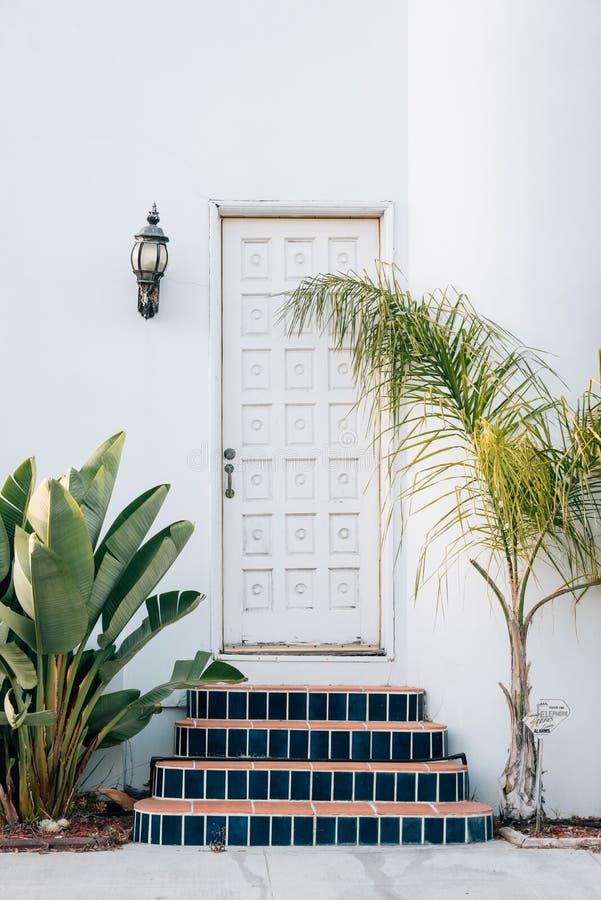 En dörr, i Naples, Long Beach, Kalifornien arkivfoton