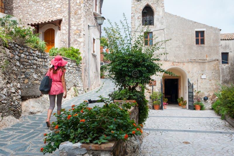 En dag i Castelmola royaltyfria bilder