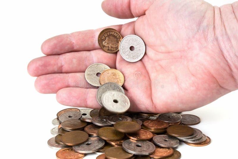 Pièces de monnaie de chute de main photographie stock libre de droits