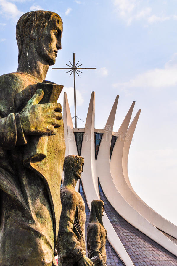 En dehors de la cathédrale de Brazilia photographie stock libre de droits