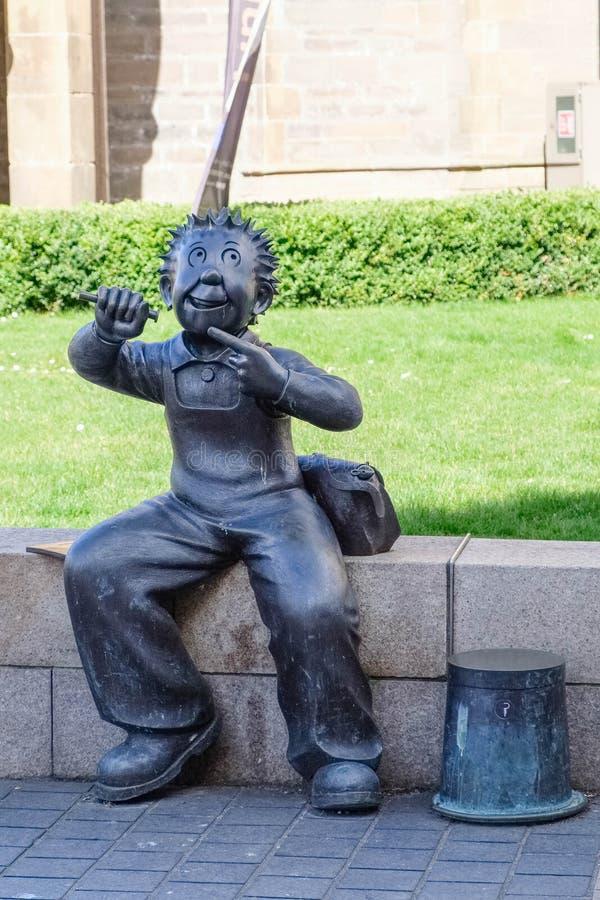 """En dehors de McManus la galerie est la petite statue figurée de """"Oor bien connu Wullie """"à Dundee Ecosse photo stock"""