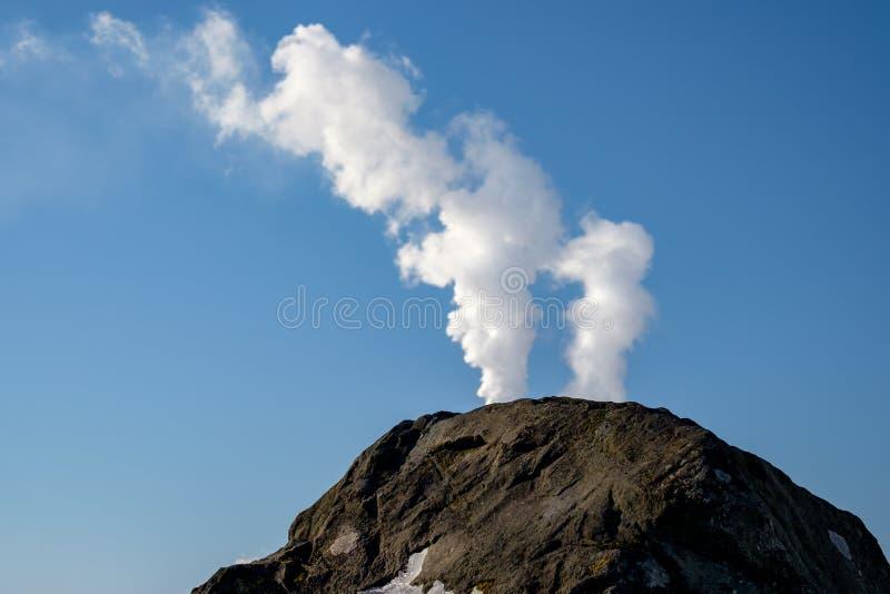En det vanliga vaggar som blickar som en vulkan royaltyfria foton