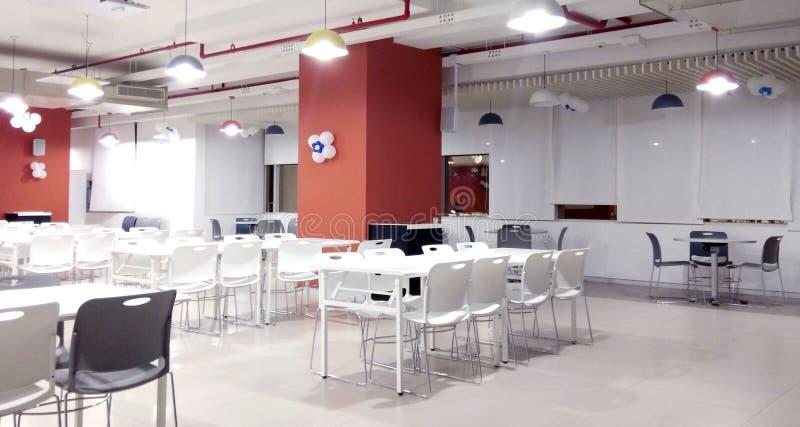 En dinning korridor av ett kontor arkivfoton
