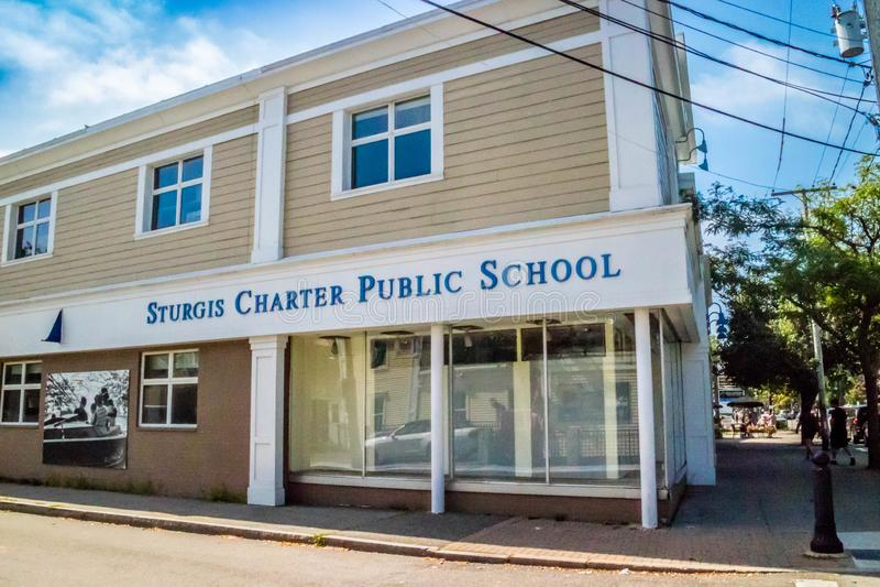 En dubbeluniversitetsområdecharterskola i uddekod, Massachusetts royaltyfri bild