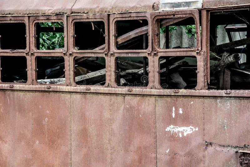 En el carro de la tranvía de la descarga del pedazo fotografía de archivo