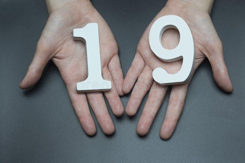 En el cuadro femenino diecinueve de las palmas fotos de archivo libres de regalías