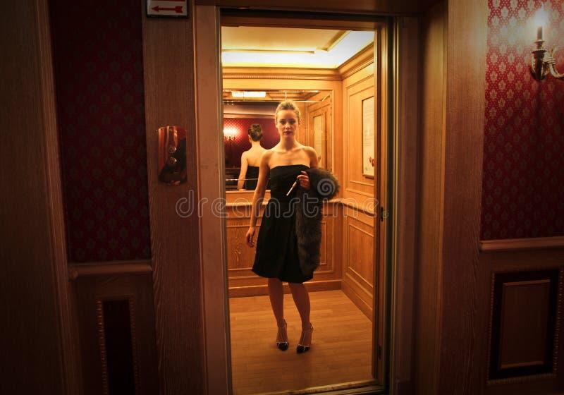 En el elevador fotos de archivo
