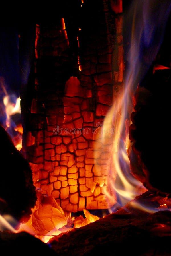 En el fuego - la luz se inflama, ey reserva imagen de archivo